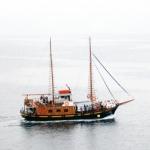 santoriniboat01